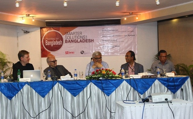 From left – Dr. Bjorn Lomborg, President of Copenhagen Consensus Center, Nobel Laureate economist Professor Finn Kydland, Economic Advisor to the Prime Minister of Bangladesh Dr. Mashiur Rahman, Executive Director of BRAC Dr. Muhammad Musa, and, Professor Abdul Bayes, Director, BRAC Research and Evaluation Division (RED)